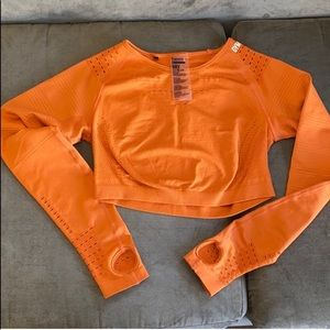 GYM SHARK FLAWLESS KNIT CROP TOP - size M
